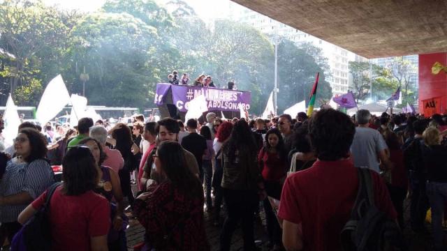 'Ele não, e Doria também não', dizem manifestantes na Paulista