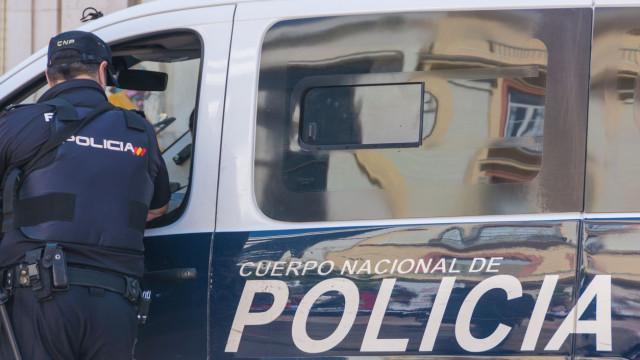Polícia liberta jovem que estava presa em casa há dois anos pelo marido