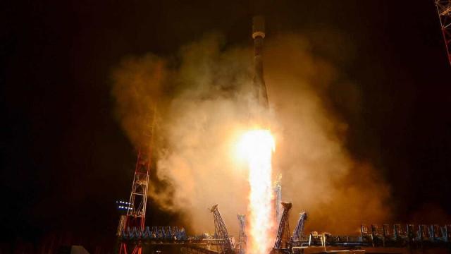 Após falha, Rússia lança nave Soyuz ao espaço