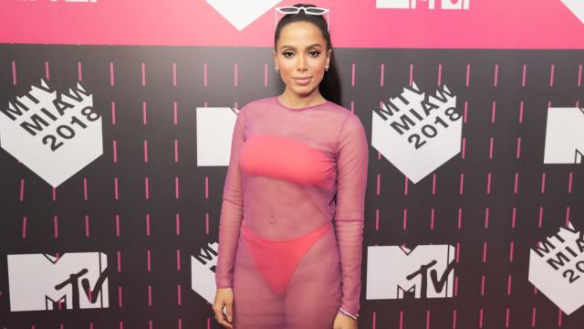 Anitta admite rinoplastia, silicone e botox: 'Não me arrependo'