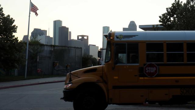 EUA proíbem testes com van escolar sem motorista que levava crianças