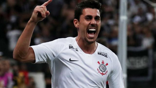 Com dois gols de Danilo, Corinthians vence o Bahia no fim