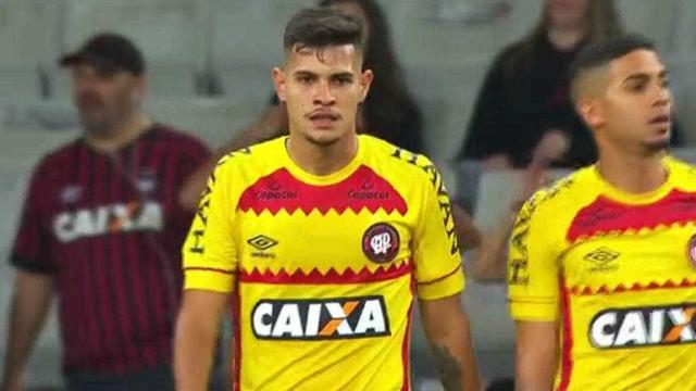 Com camisa amarela, Atlético-PR sinaliza pela 2ª vez apoio a Bolsonaro
