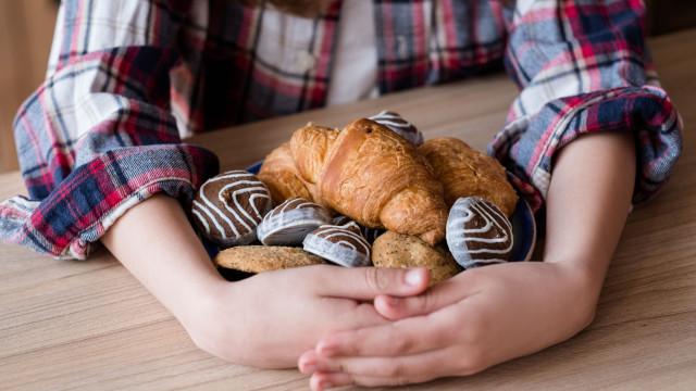 5 coisas que acontecem ao corpo quando se come muito