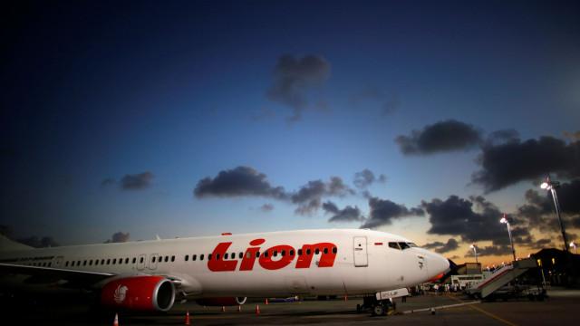 Avião com 189 pessoas a bordo derrapa em pista na Indonésia