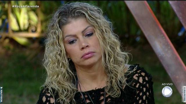 Após festa, Catia Paganote faz xixi na gaveta e causa punição ao grupo