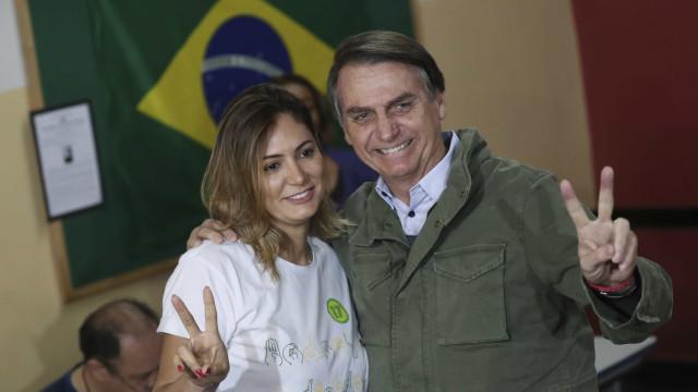 Bolsonaro passeia com a família em reserva da Marinha