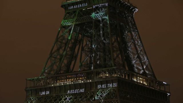 Torre Eiffel apaga luzes em homenagem a Khashoggi