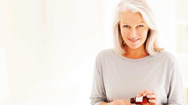 6 suplementos anti-idade que funcionam de verdade para sua pele