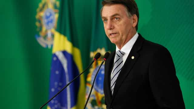 'Se eu afundar, o Brasil todo vai afundar junto', diz Bolsonaro