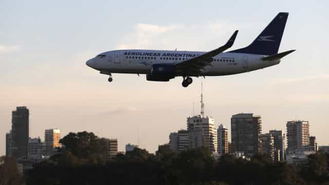 Greve em aeroportos afeta 10 mil passageiros na Argentina
