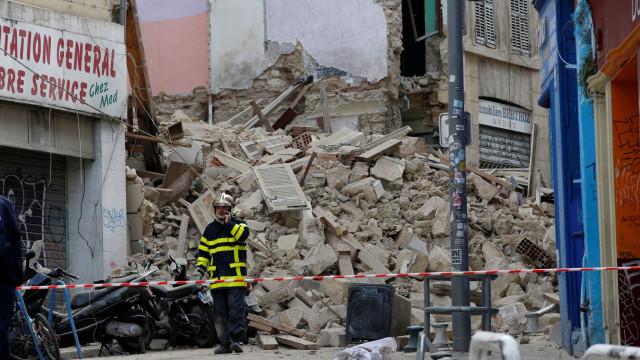 Sobe para sete número de mortos após desmoronamentos na França