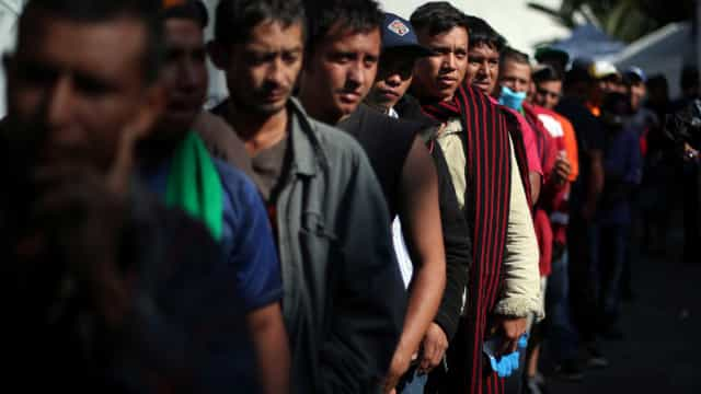 Trump assina ordem proibindo entrada de imigrantes no sul do país