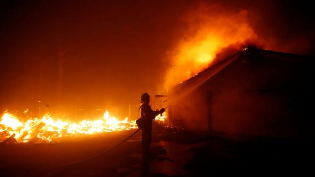 As fotos do incêndio que deixou pelo menos 31 mortos na Califórnia