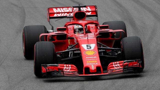 Vettel bate recorde e crava melhor tempo no 3º treino livre