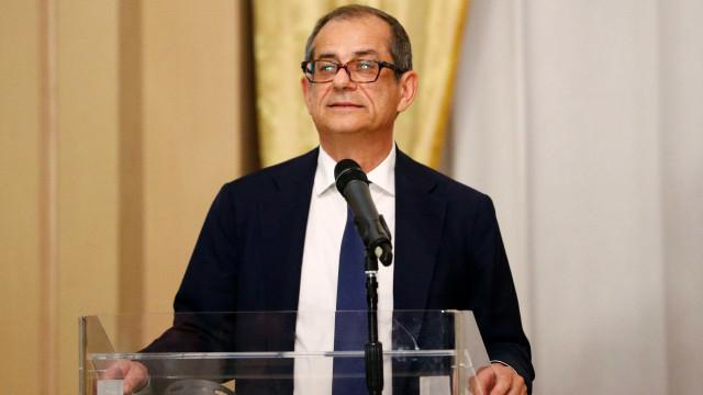 Itália desafia Comissão Europeia e mantém previsão de déficit