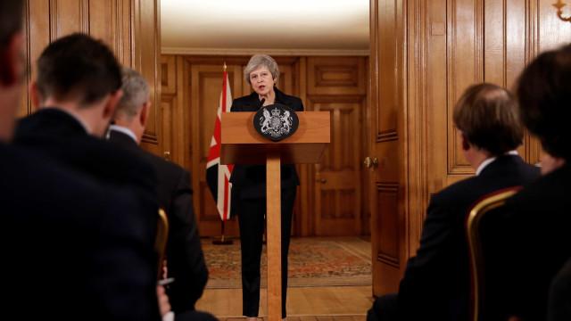 Baixas no gabinete de May após acordo para Brexit põem governo em xeque