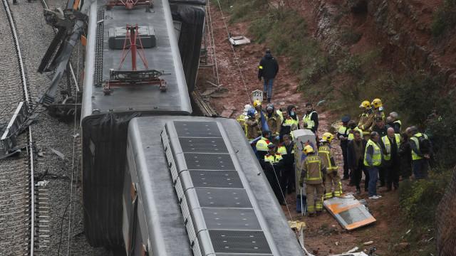 Descarrilamento de trem mata um e deixa quase 50 feridos em Barcelona