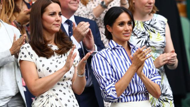Kate Middleton está 'furiosa' com a rainha por regalias de Meghan