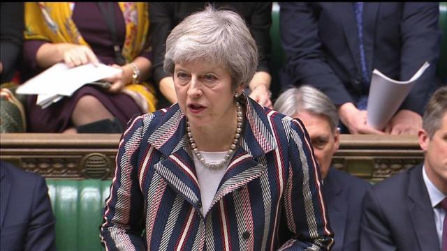 May corre para convencer Parlamento sobre 'brexit'