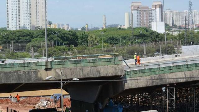 Excesso da carga pode ter danificado viaduto da Marginal Pinheiros