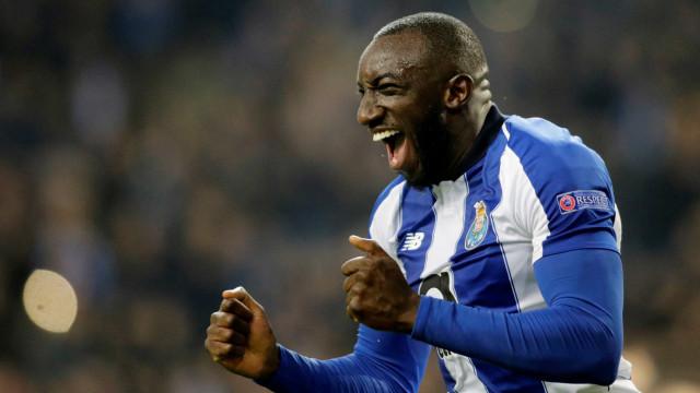 Jogador vítima de racismo em Portugal debocha de multa a clube