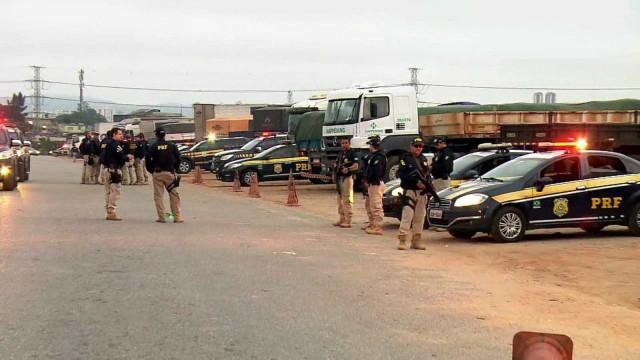 PRF faz operação contra crime organizado em terminal de cargas de SP