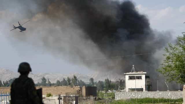 Líder afegão do Talibã e outras 29 pessoas são mortos em ataque aéreo
