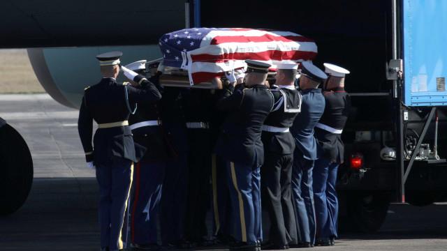 Corpo de George H. W. Bush é levado para velório na capital