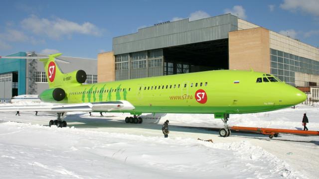 Passageiros vivem momentos de pânico dentro de avião na Rússia