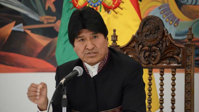 Apontado como aliado, Evo Morales critica política de armas do Brasil