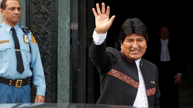 Após 1 ano, Evo Morales cruza a fronteira e retorna à Bolívia