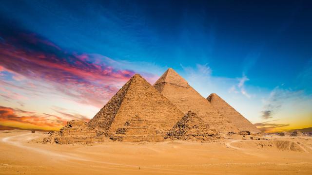 Vídeo de casal fazendo sexo no alto de uma pirâmide choca o Egito