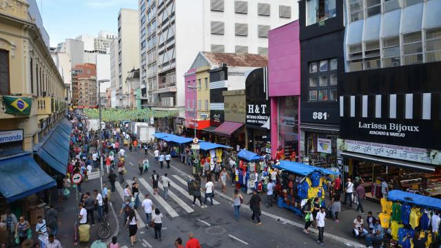 Comércio ilegal bloqueia ruas do Centro de São Paulo