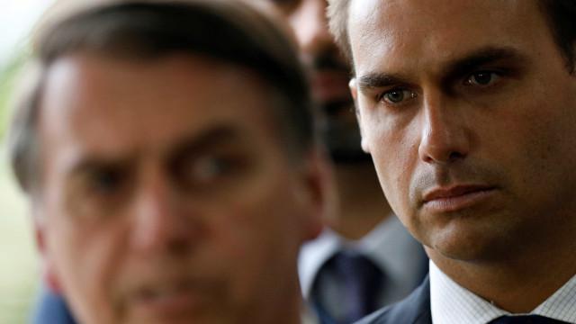 Amizade e política se misturam, diz Eduardo Bolsonaro sobre saques