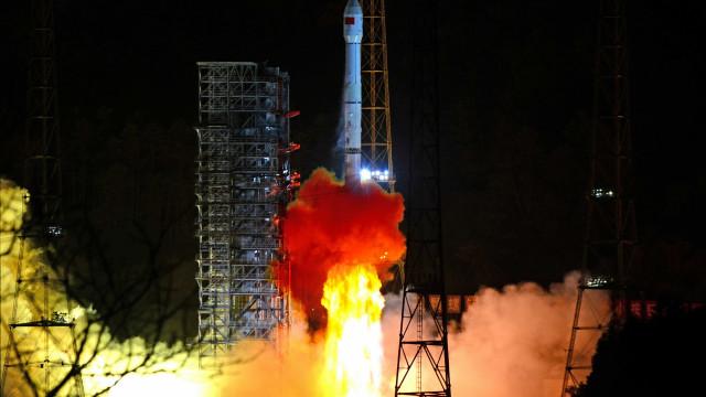 Sonda chinesa adormecida no lado oculto da Lua acorda após 2 semanas