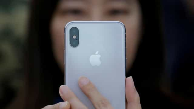 Próximo iPhone poderá carregar a bateria de outros smartphones