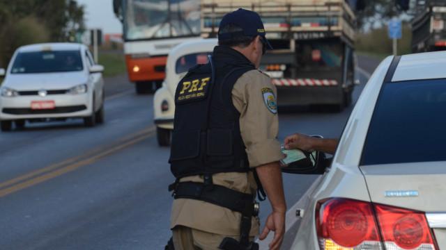 Suspeitos de interceptação de carro roubado são presos na Rio-Santos