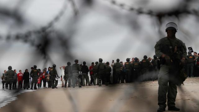 EUA vão começar a retirar tropas da fronteira com México