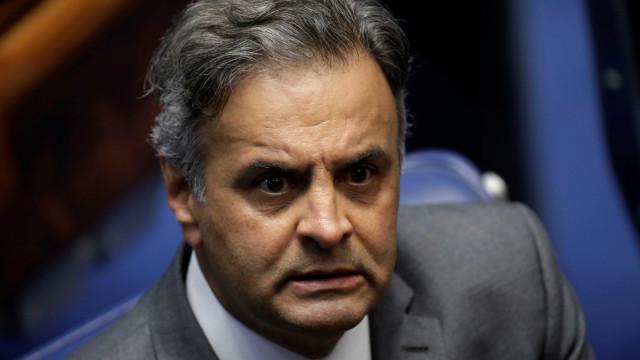Diretório do PSDB fala em Justiça comum contra Aécio