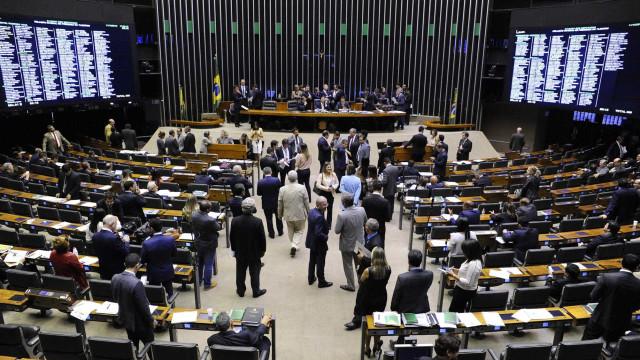 Oposição quer CPI sobre caso de ex-assessor de Flávio Bolsonaro