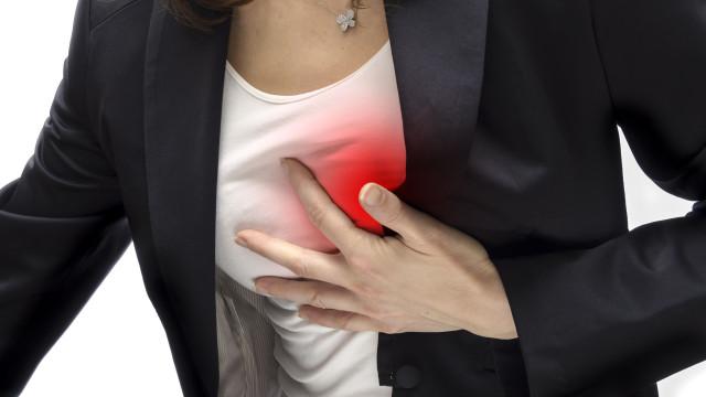 Sintomas de ataque cardíaco que todas as mulheres devem saber