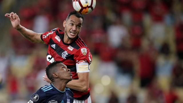 Flamengo não iguala oferta, e Réver se aproxima de retorno ao Galo