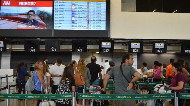 Chuva atrasa 40% dos voos no aeroporto de Guarulhos