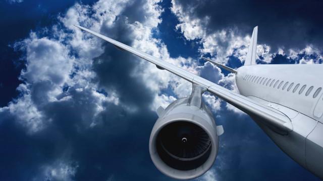 Aeronave cai em Aracaju; escola e residência são atingidas