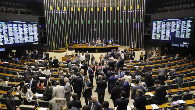 Deputados vão pagar R$ 24 mil a mais por ano se aprovarem Previdência