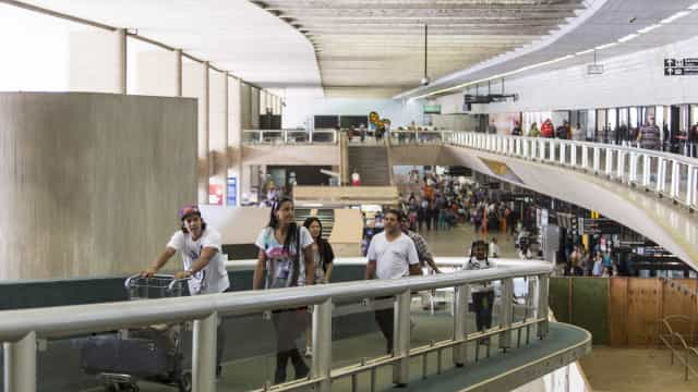 Aeroporto de Confins reabre com restrições após pouso de emergência