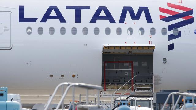 Latam é cobrada por possível descumprimento de reprogramação de voos