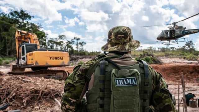 Ricardo Salles nomeia coronel da PM para chefiar área de multas do Ibama