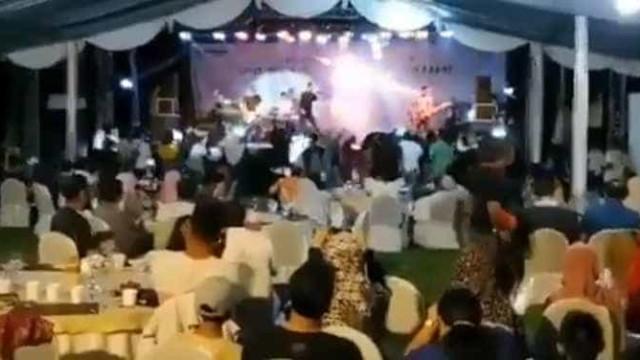 Banda é surpreendida por tsunami durante show na Indonésia